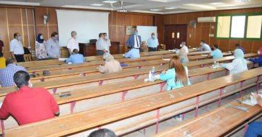 109 طلاب يؤدون امتحانات برنامج الماجستير المهنى MBA لأول مرة بجامعة سوهاج