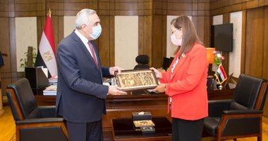 سفير العراق بالقاهرة يبحث مع وزيرة التخطيط العلاقات الثنائية