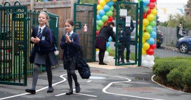 البهجة تظهر على وجوه طلاب بريطانيا بعد عودة المدارس.. ألبوم صور
