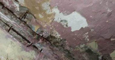 قارئة تناشد محافظ بورسعيد إنقاذ والدتها قبل انهيار منزلها بسبب المجارى