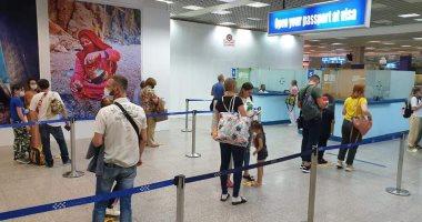 إجراء تحاليل PCR للركاب فور وصولهم مطارى شرم الشيخ و الغردقة.. صور