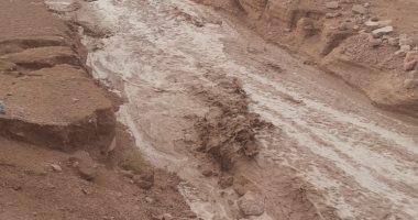 غلق 4 طرق بالبحر الأحمر بسبب السيول وسوء الطقس.. صور