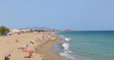 اغتصاب امرأة 52 عاما بأحد شواطئ إسبانيا وسط انتقادات كبيرة للشرطة