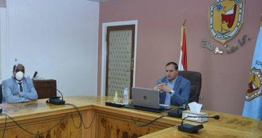 رئيس جامعة سوهاج يناقش مشروع تجهيز أول مركز للامتحانات الإلكترونية