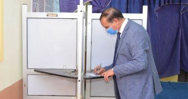 رئيس جامعة سوهاج يدلي بصوته الانتخابي بمجلس الشيوخ في جولة الإعادة