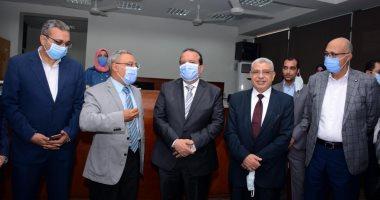 رئيس جامعة طنطا ونوابه يفتتحون أعمال تطوير قاعة الدراسات العليا بكلية الهندسة
