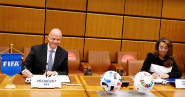 """غادة والى ورئيس """"الفيفا"""" يطلقان شراكة لمحاربة الفساد فى كرة القدم- صور"""
