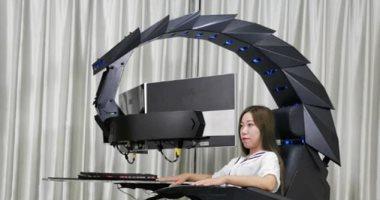 عقرب روبوتى عملاق يعمل كجهاز ألعاب وذيله يدعم ثلاث شاشات