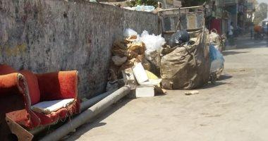 شكوى من تراكم القمامة وفرزها بشارع مصطفى النحاس في مدينة نصر