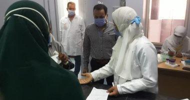 حميات الأقصر تجري تحاليل PCR لحالات كورونا والمسافرين ومرضى فيروس بى.. صور