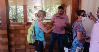 توافد أفواج سياحية من أمريكا لـ معبد فيلة بعد الانتهاء من تطويره (صور)