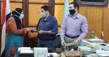 """محافظ كفر الشيخ يشهد تسليم 10 عقود تقنين أراض أملاك الدولة للمستفيدين """"صور"""""""