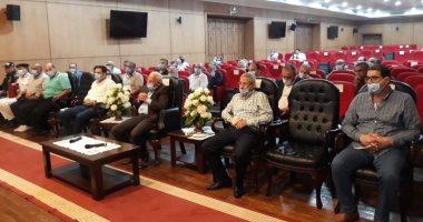 محافظ بورسعيد يبحث استعدادات الأجهزة التنفيذية لمواجهة الشتاء