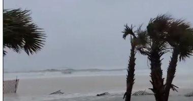 إعصار زيتا يقتلع أسقف المبانى بولاية لويزيانا بالولايات المتحدة.. فيديو