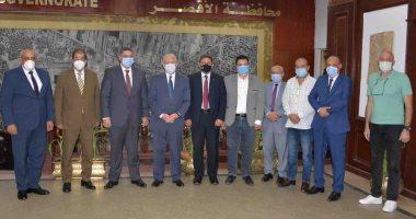محافظ الأقصر يبحث سبل إعادة تنفيذ مشروع عمارات الإسكان المتوسط بمدينة أرمنت
