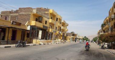 صور.. مدينة القرنة تستكمل دهان واجهات منازل المسار السياحى وحملات نظافة مكثفة