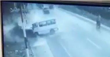 """فيديو للحظة اصطدام سيارتين على الطريق السريع بين """"ههيا - الزقازيق"""""""