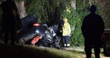 مصرع 3 أشخاص بينهم طفلا بعد اصطدام سيارتهم بشجرة فى السويد.. صور وفيديو