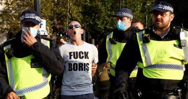 صور.. شرطة لندن تفرق وتحتجز متظاهرين يحتجون على إجراءات العزل العام
