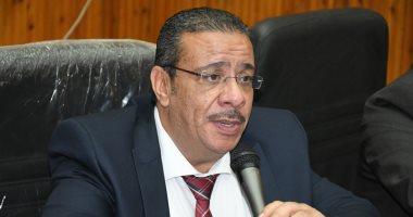 الدكتور أحمد زكي رئيس جامعة قناة السويس