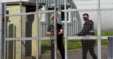 صور.. معسكر بريطانى يتحول لمخيم لاحتواء أزمة اللاجئين