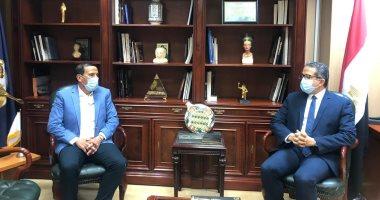 وزير السياحة والآثار يجتمع مع رئيس غرفة الشركات السابق لبحث تطوير القطاع