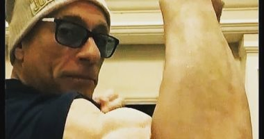 جون كلود فان دام يرفع شعار العمر مجرد رقم ويستعرض عضلاته فى صورة جديدة