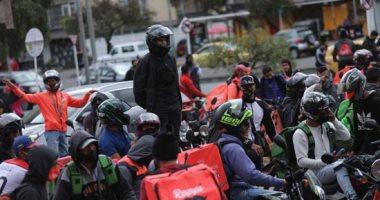 عمال التوصيل فى كولومبيا يحتجون للمطالبة بتحسين الأجور وظروف العمل.. صور