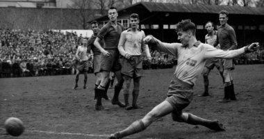 رحيل أجنى سيمونسون أسطورة كرة القدم السويدية عن عمر 85 عاما