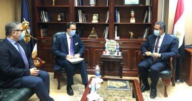 لقاء وزير السياحة والسفير الفرنسى بالقاهرة