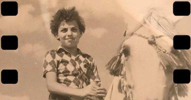 طارق العريان ينشر صورة في فترة طفولته على حصان.. ويعلق: بداية العبقرية