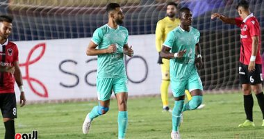 """60 دقيقة.. الأهلي يحافظ على التقدم بثنائية رغم """"نشاط"""" فريق مصر"""