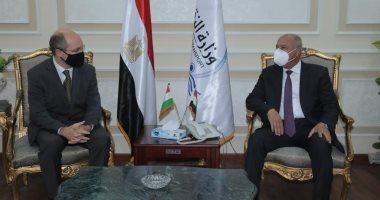 وزير النقل يبحث مع سفير المجر بالقاهرة الاستثمار فى قطاع السكة الحديد