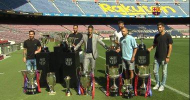 صورة ميسي ونجوم برشلونة يرافقون سواريز فى ليلة وداع البارسا.. فيديو وصور