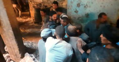 لحظة استخراج الضحية السابعة من أسفل أنقاض منزل سوهاج المنهار.. فيديو وصور