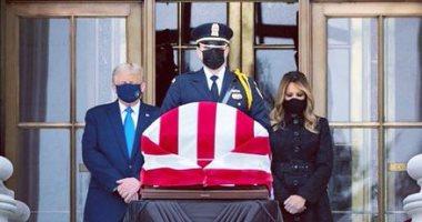 ترامب وميلانيا يودعان القاضية روث جينسبرج.. فيديو