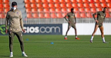 سيميوني يقود تدريبات أتلتيكو مدريد من جديد بعد تعافيه من كورونا