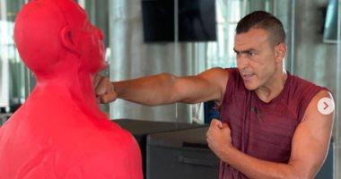 """عصام الحضرى يتدرب على الملاكمة ويعلق: """"كن قوياً لأجلك"""""""