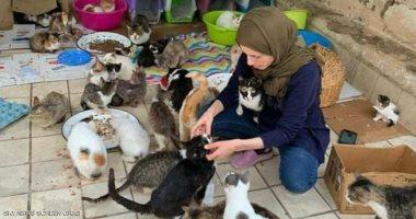 """مغربية تحول منزلها إلى مأوى للقطط وتصفهم بـ""""الأبناء"""".. صور"""