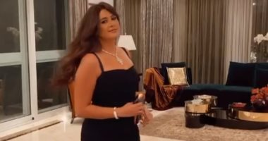 """ياسمين عبد العزيز فى كامل أناقتها بفستان أسود ومنى زكى تغازلها """"فيديو وصور"""""""