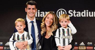 """موراتا يحتفل بعودته إلى يوفنتوس بصورة مع زوجته وأولاده: """"دائما معا"""""""