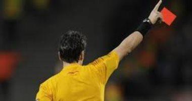 """حكم المباراة ديكتاتور تطالب الجماهير بـ رأسه.. كما يراه """"إدواردو جاليانو"""""""