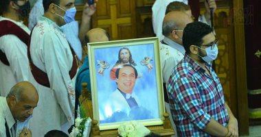 منير مكرم من جنازة المنتصر بالله: الفنان الراحل قامة كبيرة وأعماله ستظل خالدة
