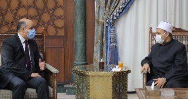 شيخ الأزهر يوصى سفير مصر فى هولندا برفع مستوى التعاون العلمى بين البلدين