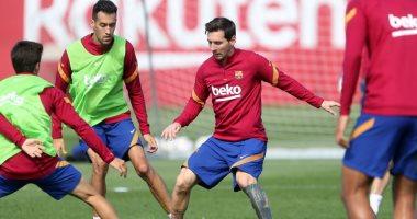 ميسي يتصدر قائمة برشلونة الأولى لكومان ضد فياريال فى الدوري الإسباني