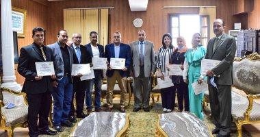 رئيس جامعة بنى سويف يلتقى بالعاملين الحاصلين على برنامج مكافحة الفساد