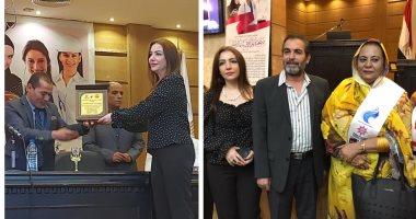تكريم دينا شرف الدين بوسام سيدة الوطن العربي في حضور أحمد عبدالعزيز