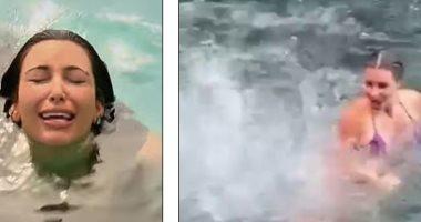 كيم كاردشيان تذكر معجبيها بلحظة فقد قرطها الماسى عام 2011  .. فيديو