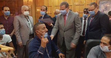 شرقاوي يعبر عن فرحته بعقد العمل بقراءة الفاتحة لوالد محمد سعفان.. فيديو وصور