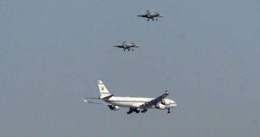4 مقاتلات حربية ترافق طائرة نقل جثمان الأمير الراحل صباح الأحمد إلى الكويت